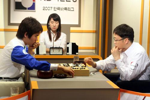 图文-2007韩国围棋联赛第3轮刘昌赫大战崔原踊
