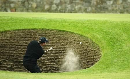 [球技]用好沙坑杆和劈杆让球飞越沙坑直向洞杯