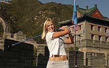 学中国话挥杆长城东方名人赛选手体验中国风情