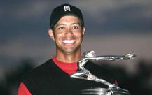 伍兹高尔夫新赛季破冰第三次获别克邀请赛奖杯