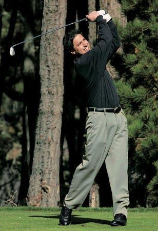 人人都爱雷蒙德一炮而红主演罗曼诺独爱高尔夫