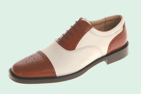 男人挥杆的时候最性感绅士脱下球鞋换上正装鞋