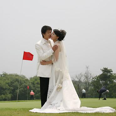 图文-精品名人邀请赛沈阳站果岭上的浪漫时刻