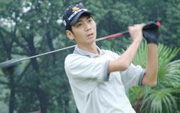 男子业余公开赛64人晋级沈治桥平球场纪录居首位