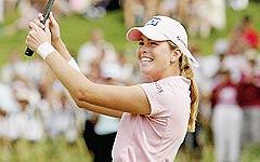 打开新冠军行囊只见粉色系衣服不见高尔夫球杆