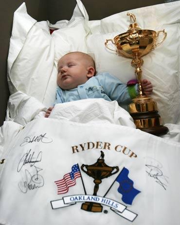 图文-莱德杯欧洲队载誉而归多幸福的小宝贝啊
