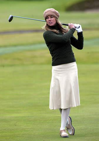 图文-登喜路球场锦标赛第三轮裙装承爱尔兰传统
