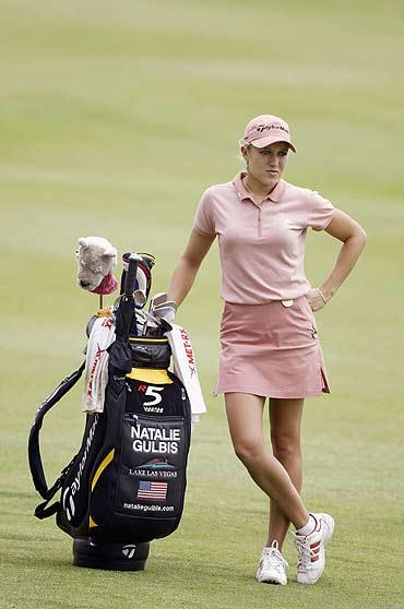 图文-女高球手登上FHM封面着高尔夫套裙上阵