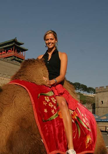 图文-女选手体验中国风情女选手肤色健美