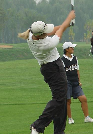 图文-东方名人职业赛第二轮辨子在风中飘扬