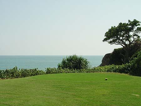 图文-海南南燕湾高尔夫球场第三号洞发球台