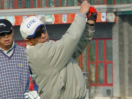 图文-国内首张高尔夫信用卡孔总专注小白球