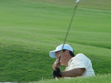 图文-业余巡回赛总决赛首轮逃离沙坑的困挠