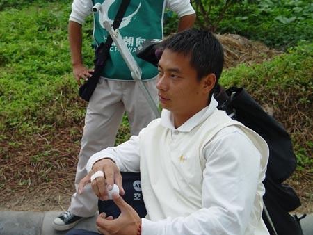 图文-业余巡回总决赛第二轮李小双等待开球