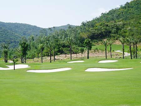 图文-亚龙湾红峡谷高尔夫球场依山而建憧憬自然