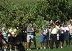 图文-PGA大满贯赛成就王中王主场球迷尾随菲尔