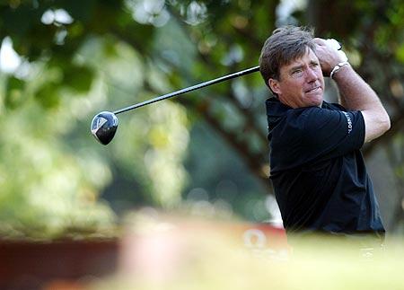 图文-香港高尔夫球公开赛雷恩大力挥杆开球