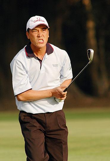 香港高尔夫公开赛次轮张连伟终于爆发