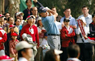 图文-香港高尔夫赛西蒙尼斯夺冠冠军风采