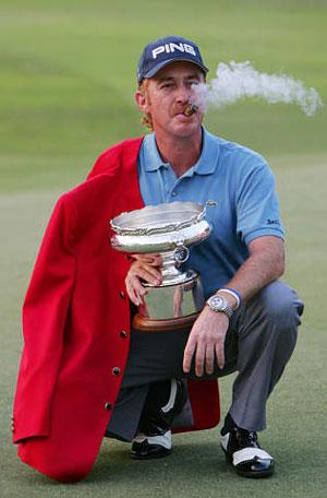图文-香港高尔夫赛西蒙尼斯夺冠雪茄烟不错