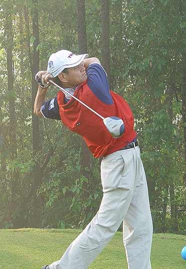 图文-第三届南北媒体对抗赛经典高尔夫许建峰