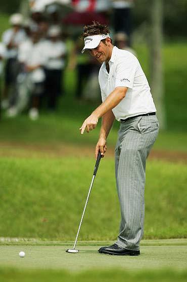 图文-新加坡大师赛第三轮这球没进太意外