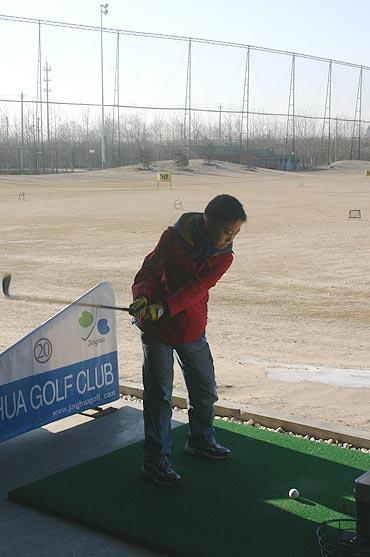 图文-新E俱乐部联谊会活动练习上杆从小抓起