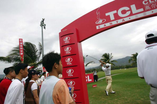 图文-三亚精英赛决赛轮开杆现场球迷关注中国张