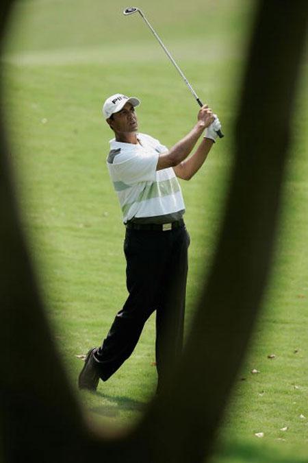 图文-印尼高尔夫公开赛精彩瞬间阿特瓦尔挥杆击球