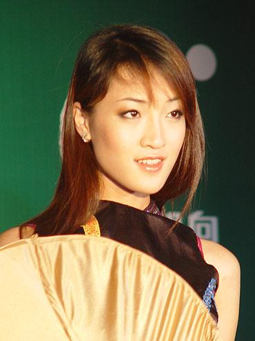 图文-中国业余高尔夫巡回赛妙龄美女甜美笑容