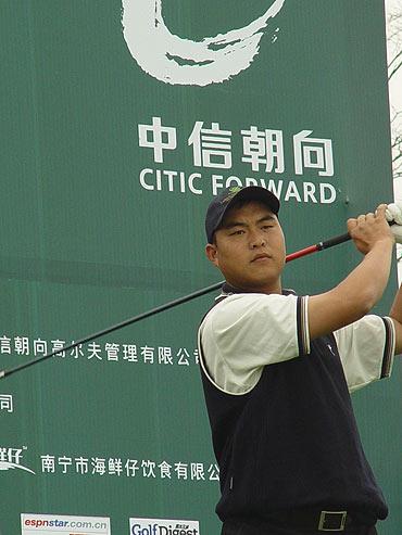 图文-05年业巡赛南宁站收杆吴康春开始决赛轮
