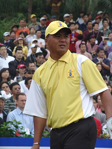 图文-第二届朝王杯第二轮首洞比赛遇到麻烦