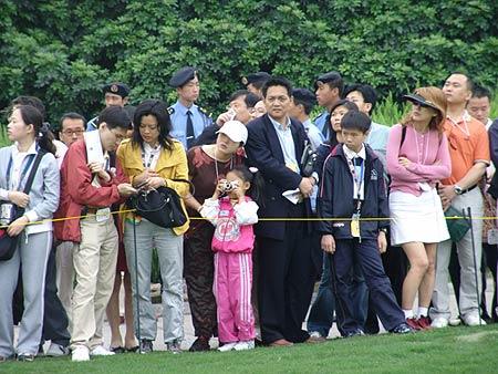图文-第二届朝王杯第二轮热情球迷观看比赛