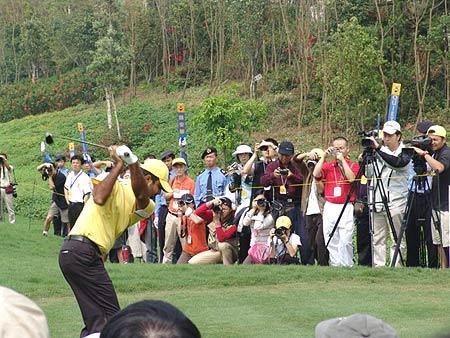 图文-2005年亚日朝王杯决赛轮现场媒体关注乔赫