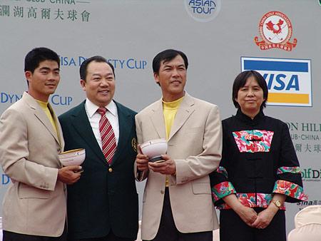 图文-朝王杯对抗赛圆满收杆祝贺中国二将获胜