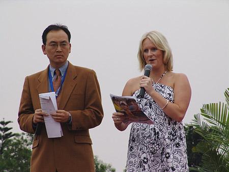图文-朝王杯对抗赛圆满收杆颁奖典礼主持人