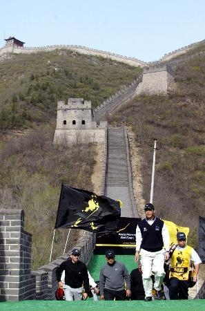 图文-北京JWC高尔夫球赛开幕中国张连伟打头阵