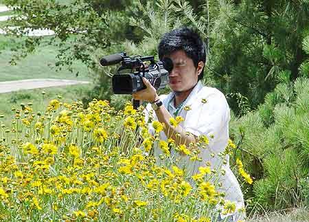 图文-业巡赛云南移动站次轮专注的摄影记者