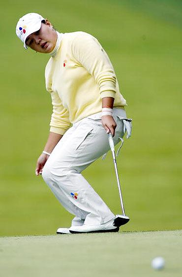 图文-LPGA赛贝斯精英赛第三轮朴嬉贞果岭抓鸟