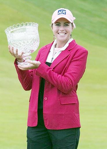 图文-LPGA赛贝斯精英赛收杆美国克里墨夺冠