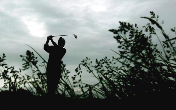 图文-英国业余高尔夫锦标赛冠军之争异常艰苦