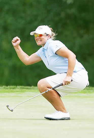 图文-美国女子公开赛第三轮抓住小鸟兴奋不已