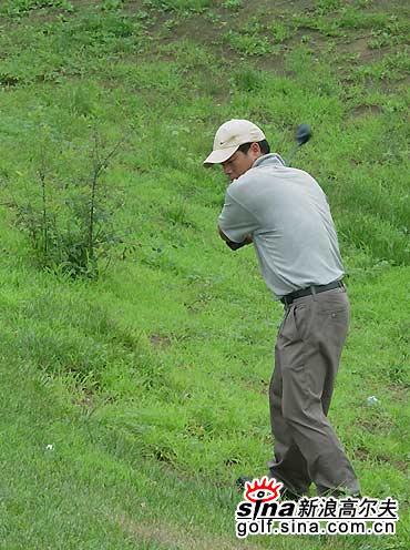 图文-北京高尔夫球巡回赛长草里真的很难打