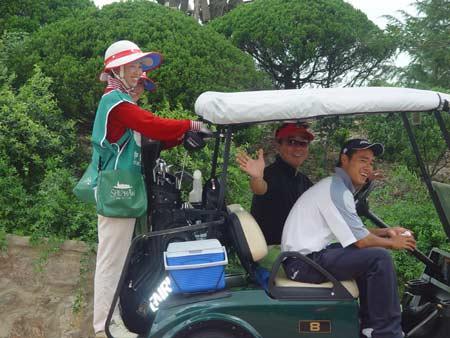 图文-中国业巡赛上海站开杆参赛选手准备出发