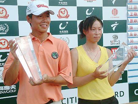 图文-业余巡回赛上海站收杆男女冠军笑到最后