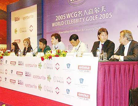 图文-2005年WCG名人高尔夫发布会主席台成员