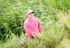 图文-苏格兰PGA锦标赛次轮布劳德赫斯特救球