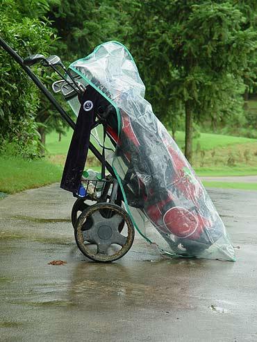 图文-全国青少年锦标赛球包秀穿着雨衣一样漂亮