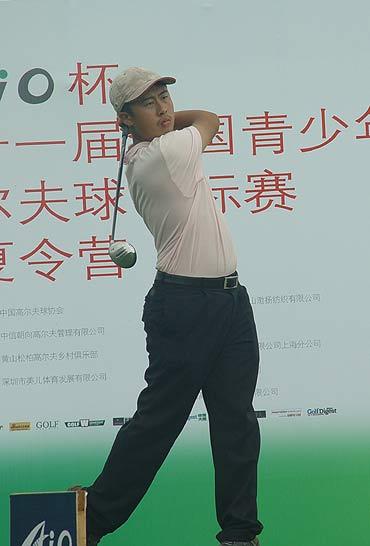 图文-全国青少年锦标赛收杆朝阳高尔夫选手肖瑟