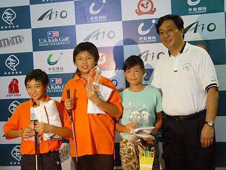 图文-全国青少年锦标赛收杆女子C组前三名